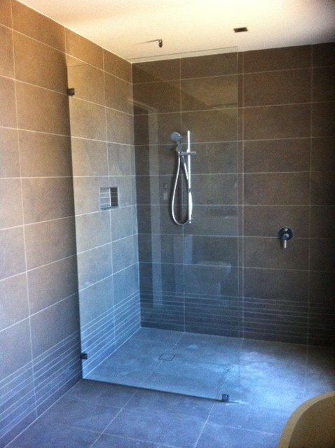 Frameless shower screen panel